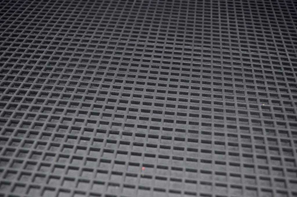 Дражный ковер резиновый с прямой ячеей
